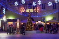 De komstmarkt in Zadar Kroatië, nacht vangt stock foto