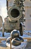 De Koning Cannon van het tsaarkanon in Moskou het Kremlin in de winter Stock Foto's