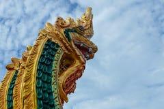 De koning van Nagas isoleert op blauwe hemelachtergrond, Nagas-vuurbol Royalty-vrije Stock Foto