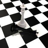 De koning verslaat koning in schaakspel - 3d beeld Stock Afbeeldingen