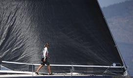 De koningen vormen regatta in Mallorca deatil op het bemanningswerk tot een kom stock foto's