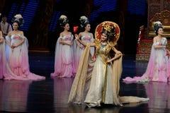 De koningin nam de prijs-tweede handeling: een feest in de van het paleis-heldendicht de Zijdeprinses ` dansdrama ` royalty-vrije stock foto