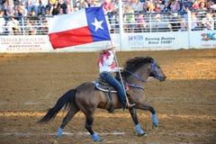 De Koningin van de rodeo met de Vlag van Texas Stock Foto