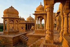 De koninklijke cenotaven van historische die heersers, ook als Jaisalmer worden bekend Stock Fotografie