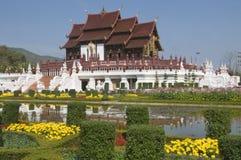 De koninklijke tempel van de Flora in Thailand stock afbeeldingen