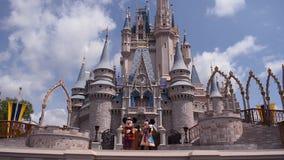 De Koninklijke Vriendschap Faire van Mickey op Cinderella Castle in Magisch Koninkrijk in Walt Disney World Resort 2 stock footage