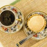 De kop en de cake van de porseleinkoffie Royalty-vrije Stock Foto
