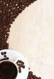 De kop en de korrel van de koffie Stock Afbeelding