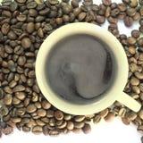 De kop en de korrel van de koffie Stock Foto