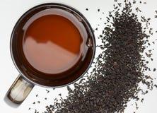 De kop thee en de theeblaadjes Stock Fotografie