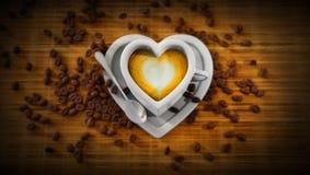 De kop van de hartvorm van latte Royalty-vrije Stock Foto's