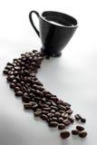 De kop van de koffie en koffiebonen Stock Foto