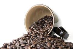 De Kop van de koffie met de Gemorste Bonen van de Espresso Royalty-vrije Stock Foto's