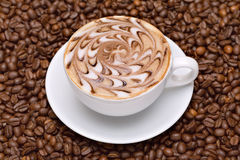 De kop van de koffie met koffiebonen Royalty-vrije Stock Fotografie