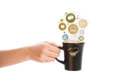 De kop van de koffie met sociale en media pictogrammen in kleurrijke bellen Stock Afbeelding