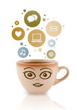 De kop van de koffie met sociale en media pictogrammen in kleurrijke bellen Stock Afbeeldingen