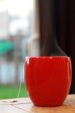 De Kop van de koffie met Stoom stock afbeeldingen