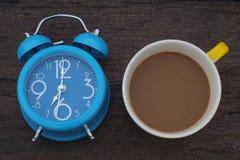 De kop van de koffie op hout Stock Foto