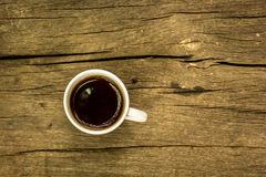 De kop van de koffie op houten lijst Mening vanaf bovenkant Stock Foto