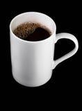 De kop van de koffie op zwarte achtergrond Stock Afbeeldingen