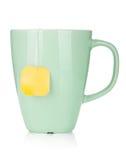 De kop van de thee met theezakje royalty-vrije stock afbeeldingen