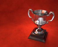 De kop van de trofee op stenen rand met rode achtergrond Stock Fotografie
