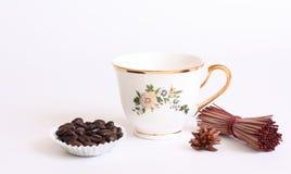 De kop van het porselein met koffie Stock Afbeeldingen