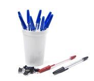 De kop van het potlood dat met uit pennen wordt gevuld en een paar pennen Royalty-vrije Stock Foto's