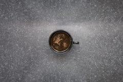De kop van koffie met chocolade bestrooit Royalty-vrije Stock Foto's