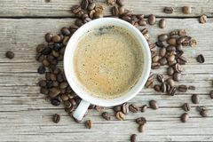 De kop van de koffie op houten lijst Royalty-vrije Stock Afbeelding