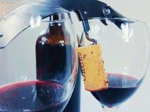 De kopcork van wijnglasredwine de drankalkohol van de kurketrekkerfles Royalty-vrije Stock Foto