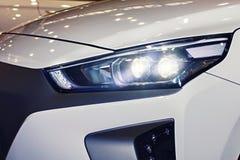 De koplamp van de auto is close-up royalty-vrije stock afbeelding