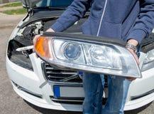 De koplamp verwijdert uit een auto royalty-vrije stock afbeeldingen