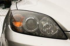 De koplampen van de auto stock foto