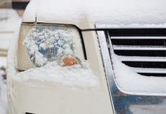 De koplampwinter in de sneeuw Royalty-vrije Stock Foto