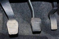 De koppeling en de versneller van het autopedaal Koppeling, rem, versneller van auto royalty-vrije stock fotografie