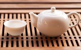 De koppen en de theepot van de thee Stock Foto's