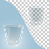 De koppen van de glaskoffie op blauwe, transparante achtergrond Stock Foto