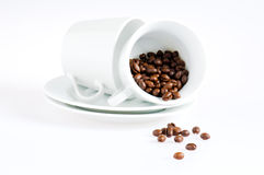 De koppen van de koffie en koffiebonen stock afbeeldingen
