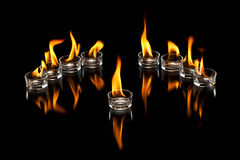 De Koppen van het glas met Vlammen Stock Foto
