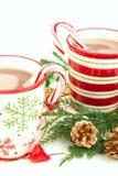 De koppen van Kerstmis met Hete cacao Stock Afbeelding