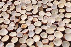 De kopra van de kokosnoot het drogen in Kerala stock fotografie