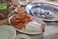 De Koreaanse BBQ houtskool van de de plakbarbecue van de paddestoelkip royalty-vrije stock fotografie