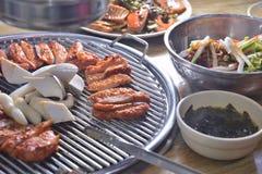 De Koreaanse BBQ plak van de paddestoelkip stock foto's