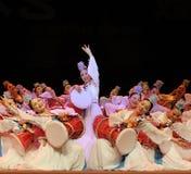 De Koreaanse etnische dansers presteren op stadium Stock Afbeelding