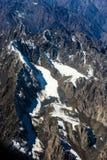 De korkade bergen för snö Royaltyfri Fotografi