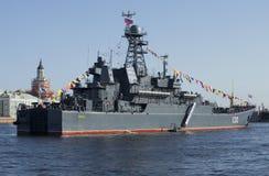 ` De Korolev del ` de BDK en el banquete en honor del día de la victoria en St Petersburg Visión desde la popa Fotos de archivo libres de regalías