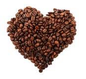 De korrels van de koffie met vorm van hart Stock Afbeelding