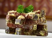 De korreltoosts van de rogge die door kaas worden uitgestrooid Royalty-vrije Stock Afbeelding