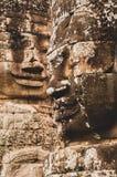 De korstmos-behandelde Steen Hoofdstandbeelden die over Elke Othein Angkor Wat, Siem kijken oogsten, Kambodja, Indochina, Azië -  royalty-vrije stock foto's